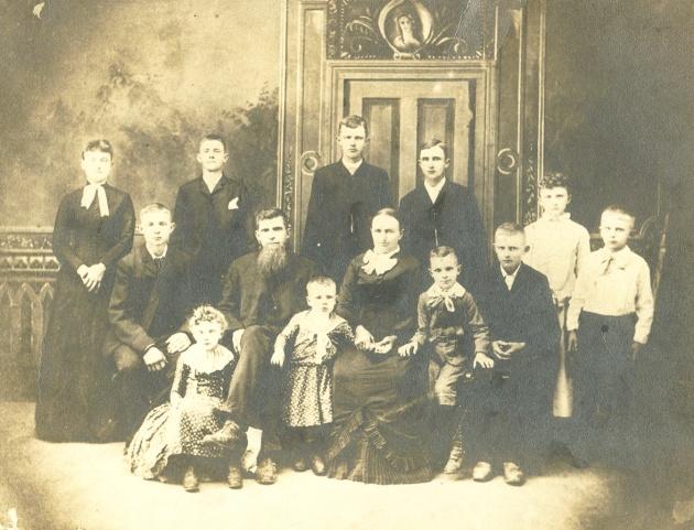 Martin Family 1900